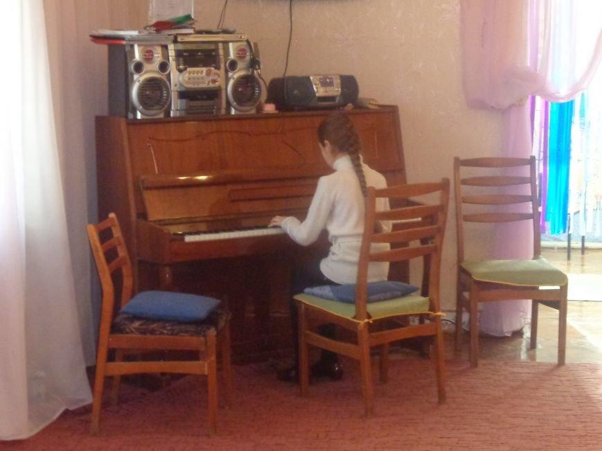 В детских садиках Красноармейска прошли предпраздничные концерты воспитанников музыкальной школы имени Н. Д. Леонтовича (фото) - фото 8