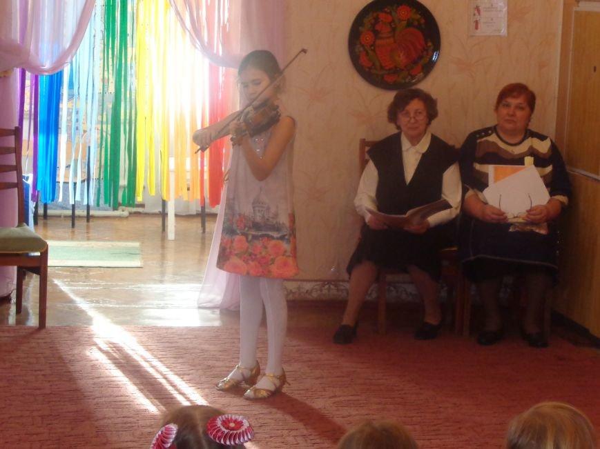 В детских садиках Красноармейска прошли предпраздничные концерты воспитанников музыкальной школы имени Н. Д. Леонтовича (фото) - фото 7