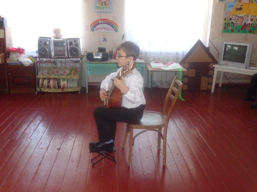 В детских садиках Красноармейска прошли предпраздничные концерты воспитанников музыкальной школы имени Н. Д. Леонтовича (фото) - фото 25