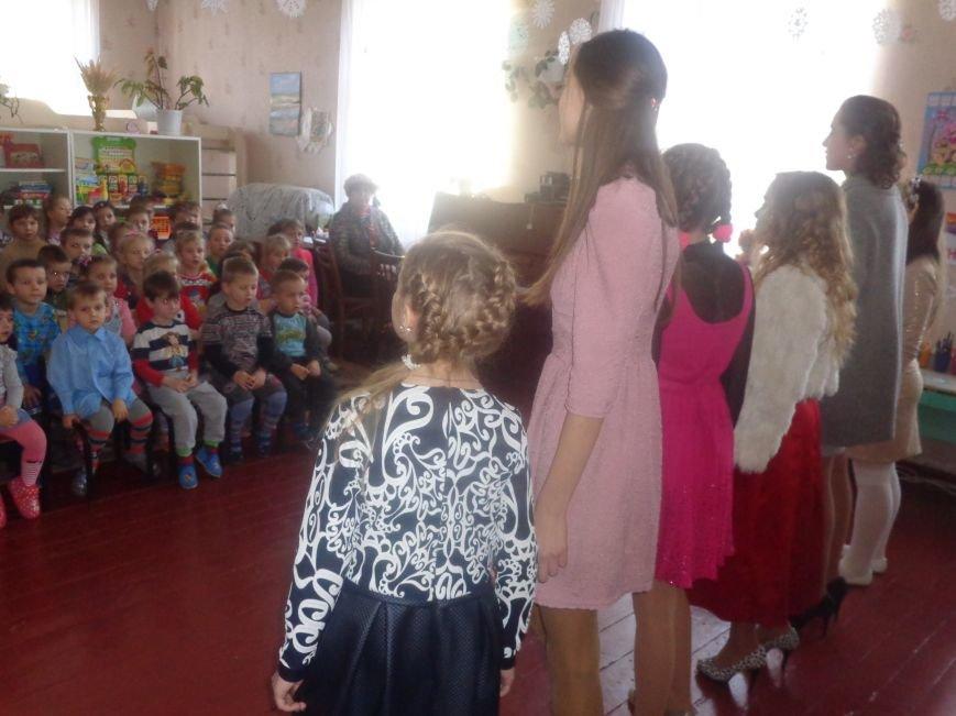 В детских садиках Красноармейска прошли предпраздничные концерты воспитанников музыкальной школы имени Н. Д. Леонтовича (фото) - фото 15