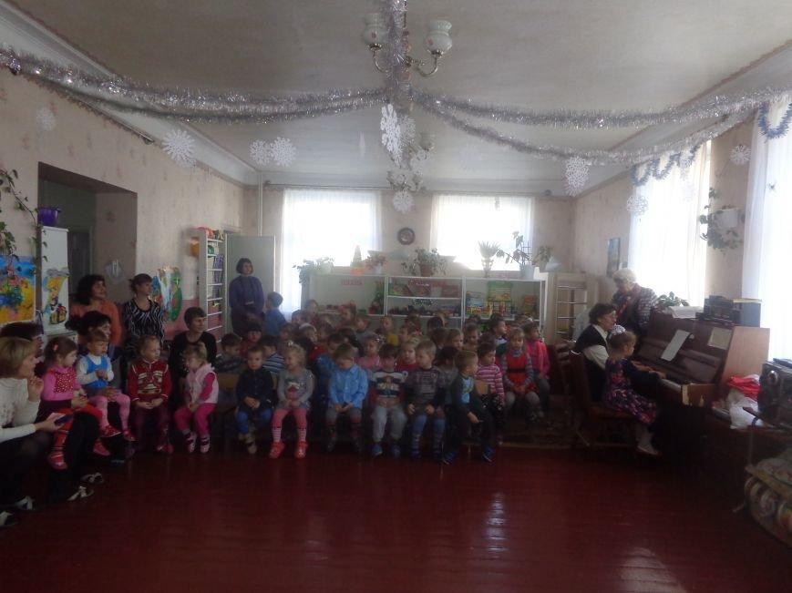 В детских садиках Красноармейска прошли предпраздничные концерты воспитанников музыкальной школы имени Н. Д. Леонтовича (фото) - фото 21