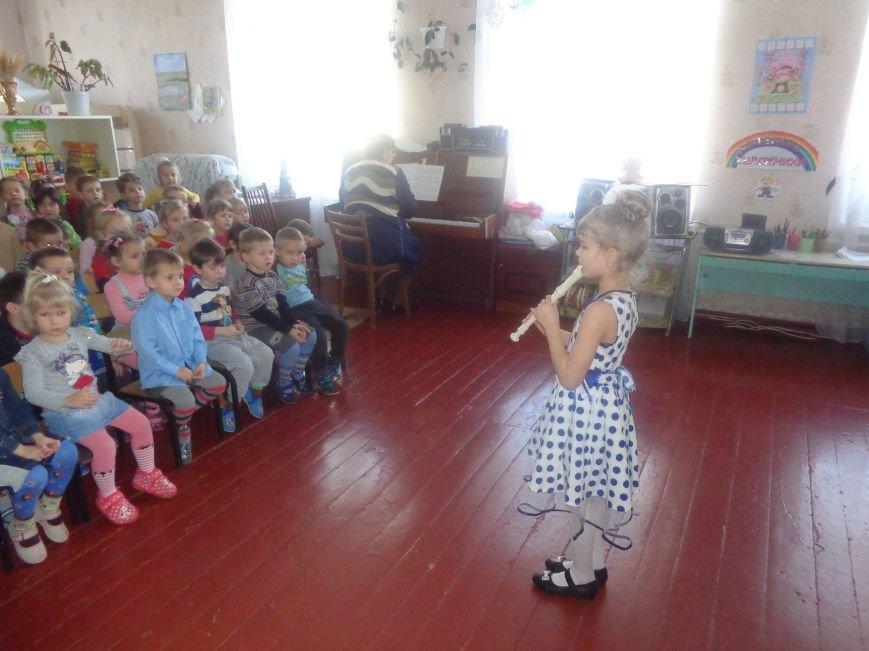 В детских садиках Красноармейска прошли предпраздничные концерты воспитанников музыкальной школы имени Н. Д. Леонтовича (фото) - фото 22