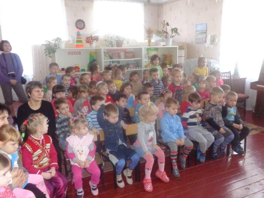 В детских садиках Красноармейска прошли предпраздничные концерты воспитанников музыкальной школы имени Н. Д. Леонтовича (фото) - фото 27