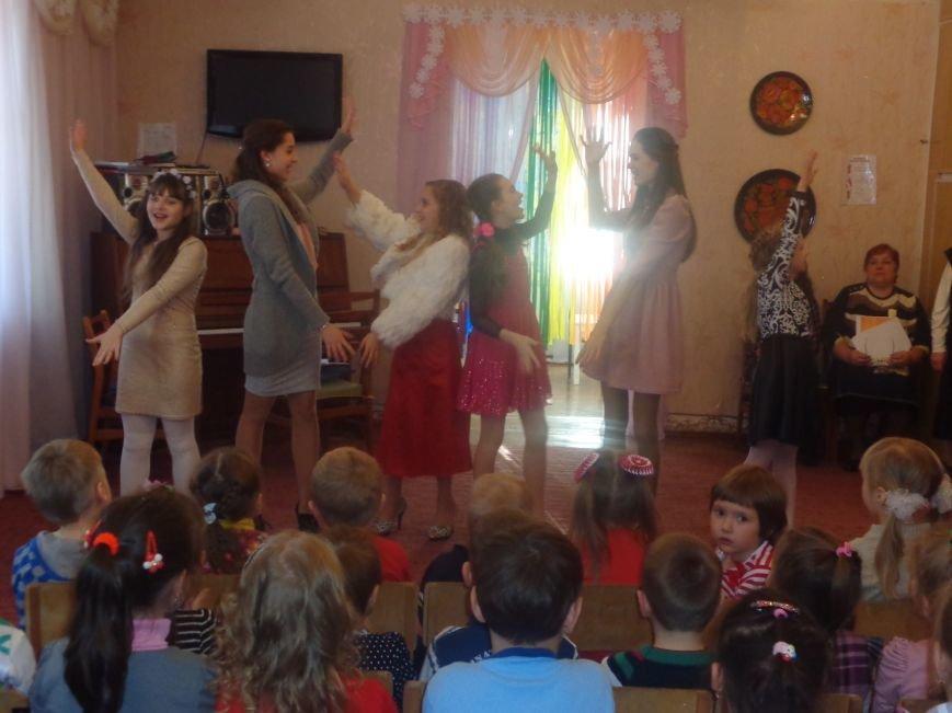 В детских садиках Красноармейска прошли предпраздничные концерты воспитанников музыкальной школы имени Н. Д. Леонтовича (фото) - фото 12