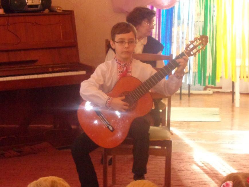 В детских садиках Красноармейска прошли предпраздничные концерты воспитанников музыкальной школы имени Н. Д. Леонтовича (фото) - фото 6