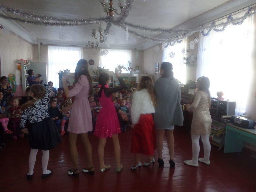 В детских садиках Красноармейска прошли предпраздничные концерты воспитанников музыкальной школы имени Н. Д. Леонтовича (фото) - фото 33