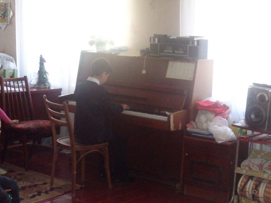 В детских садиках Красноармейска прошли предпраздничные концерты воспитанников музыкальной школы имени Н. Д. Леонтовича (фото) - фото 31