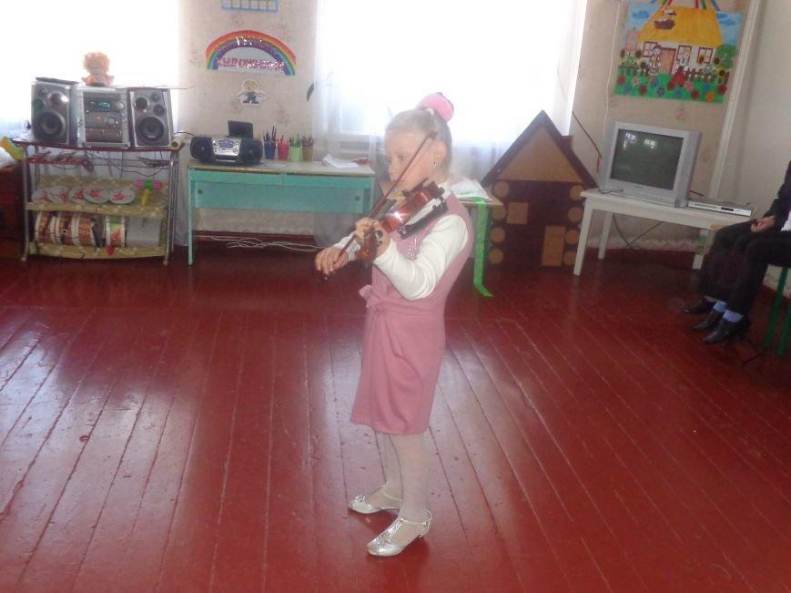 В детских садиках Красноармейска прошли предпраздничные концерты воспитанников музыкальной школы имени Н. Д. Леонтовича (фото) - фото 29