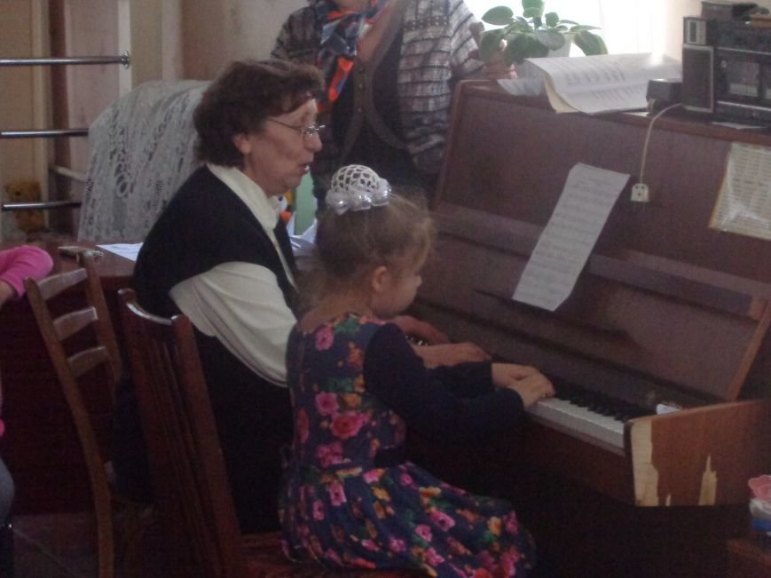 В детских садиках Красноармейска прошли предпраздничные концерты воспитанников музыкальной школы имени Н. Д. Леонтовича (фото) - фото 20