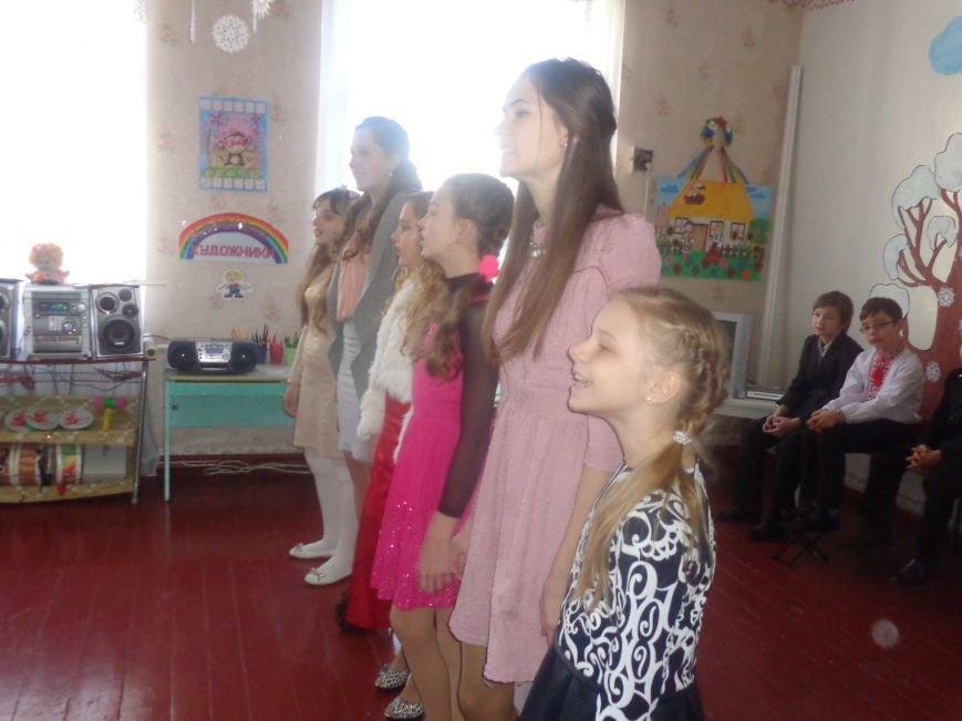 В детских садиках Красноармейска прошли предпраздничные концерты воспитанников музыкальной школы имени Н. Д. Леонтовича (фото) - фото 14