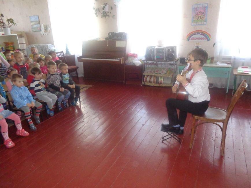 В детских садиках Красноармейска прошли предпраздничные концерты воспитанников музыкальной школы имени Н. Д. Леонтовича (фото) - фото 26