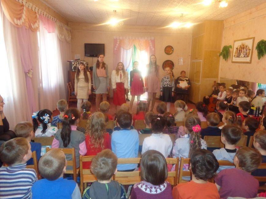 В детских садиках Красноармейска прошли предпраздничные концерты воспитанников музыкальной школы имени Н. Д. Леонтовича (фото) - фото 11