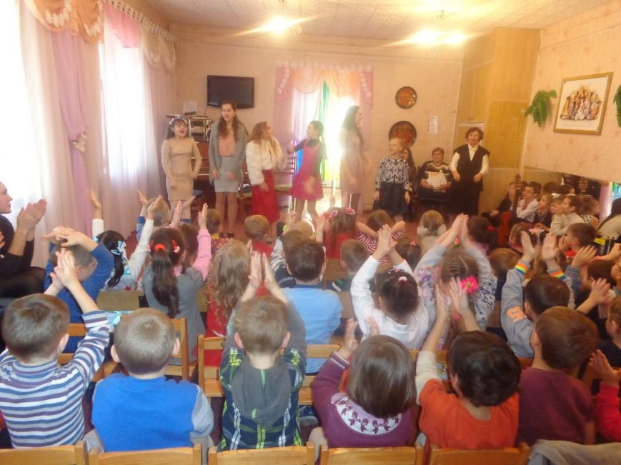 В детских садиках Красноармейска прошли предпраздничные концерты воспитанников музыкальной школы имени Н. Д. Леонтовича (фото) - фото 13