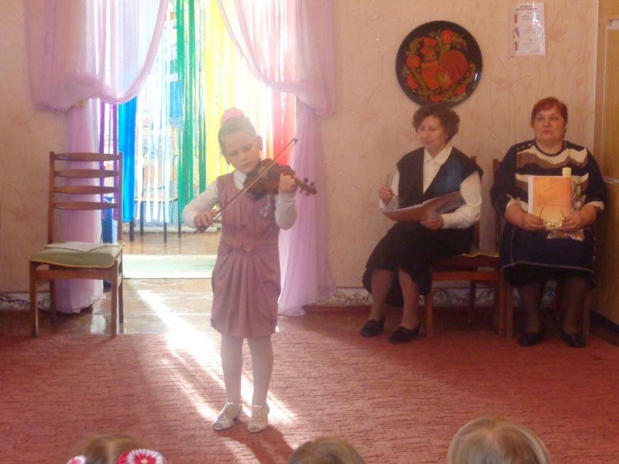 В детских садиках Красноармейска прошли предпраздничные концерты воспитанников музыкальной школы имени Н. Д. Леонтовича (фото) - фото 4