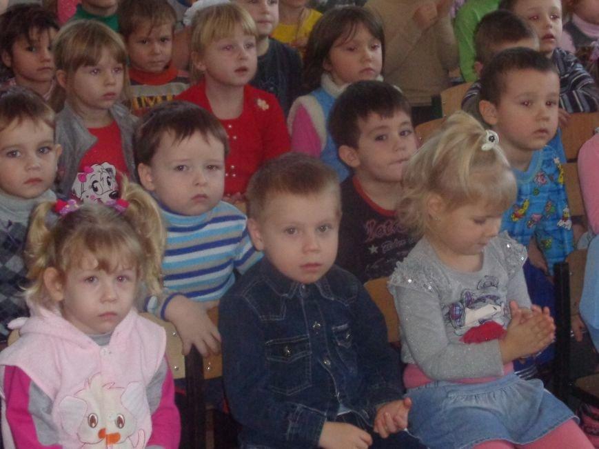В детских садиках Красноармейска прошли предпраздничные концерты воспитанников музыкальной школы имени Н. Д. Леонтовича (фото) - фото 17