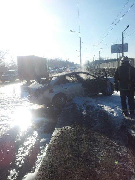На Шевченко сгорела иномарка: водитель получил ожоги лица и рук (ФОТО) (фото) - фото 1