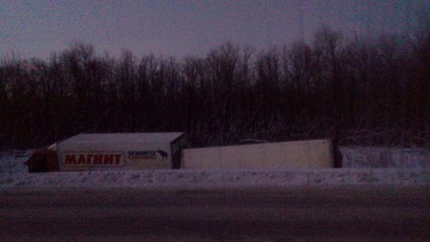 За прошедшую ночь на дороге из Балаково в Саратов произошли несколько ДТП с участием дальнобойщиков (ФОТО) (фото) - фото 6