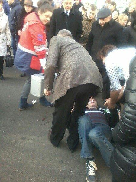 У центрі Тернополя чоловік стікав кров'ю (фото) (фото) - фото 1