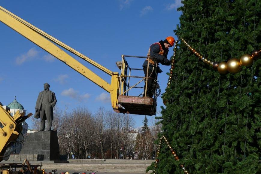 Главная елка Донецка будет украшена только российскими игрушками (ФОТО) (фото) - фото 1