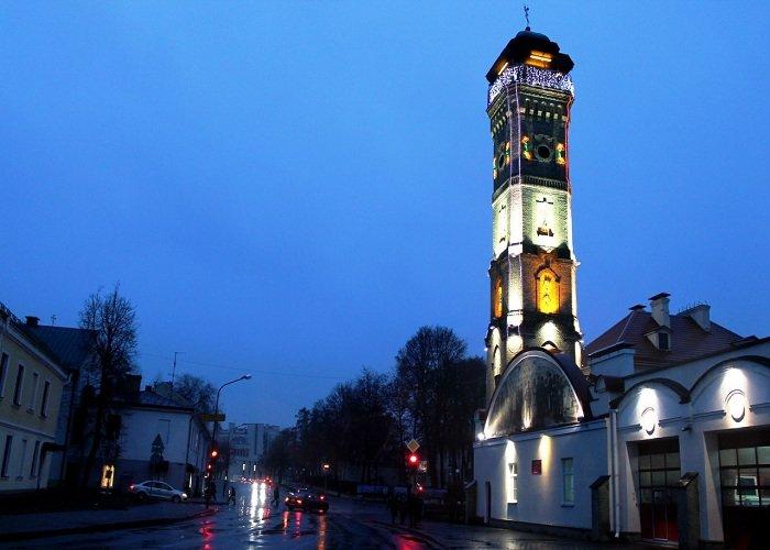 В Гродно зажгли новогоднюю иллюминацию на 100-летней пожарной каланче (фото) - фото 4