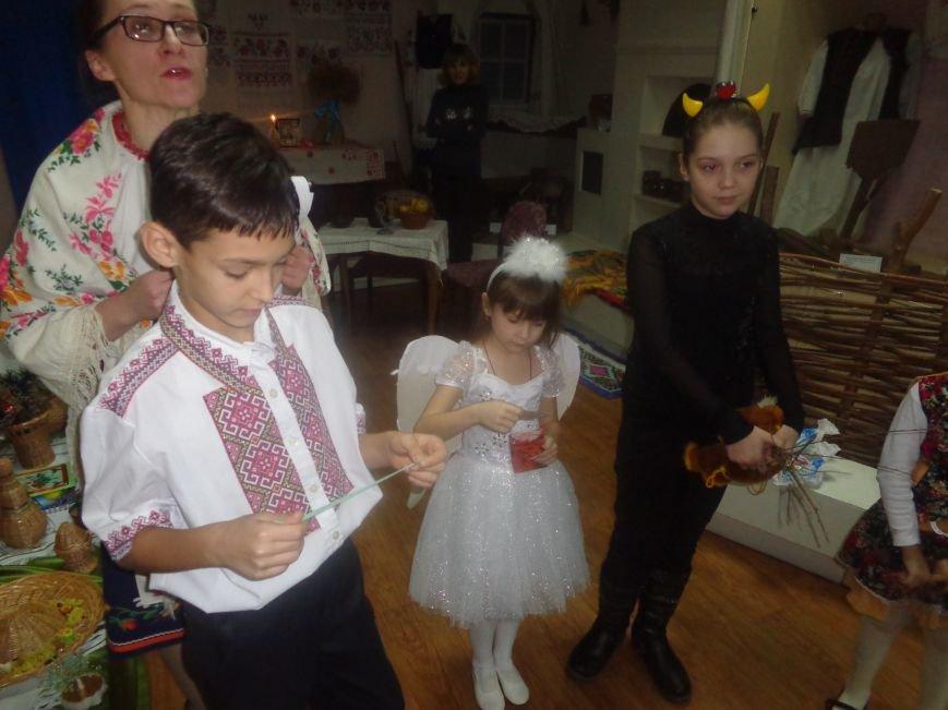 Театрально и интеллектуально: в Красноармейском историческом музее отпраздновали День Святого Николая (фото) - фото 9
