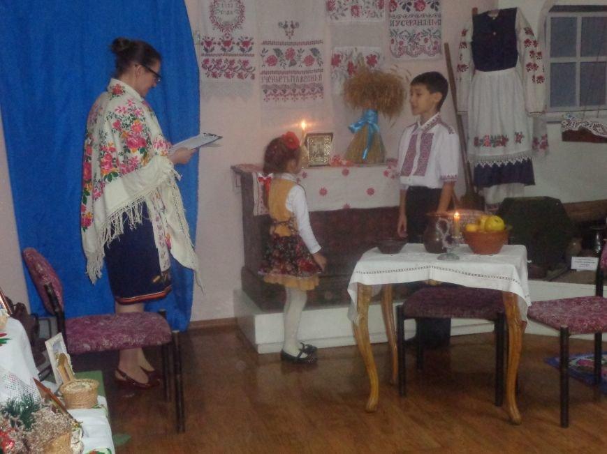 Театрально и интеллектуально: в Красноармейском историческом музее отпраздновали День Святого Николая (фото) - фото 3