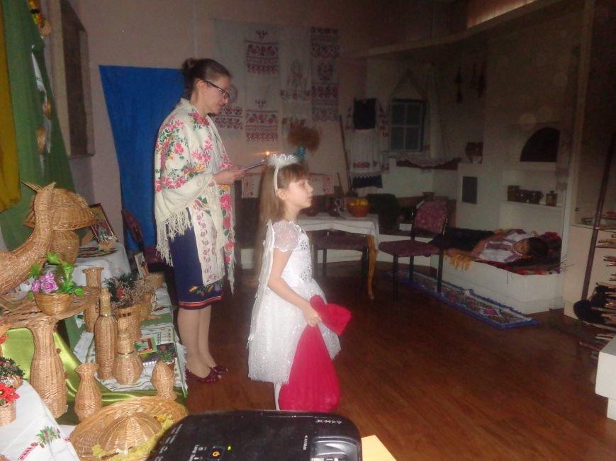 Театрально и интеллектуально: в Красноармейском историческом музее отпраздновали День Святого Николая (фото) - фото 4