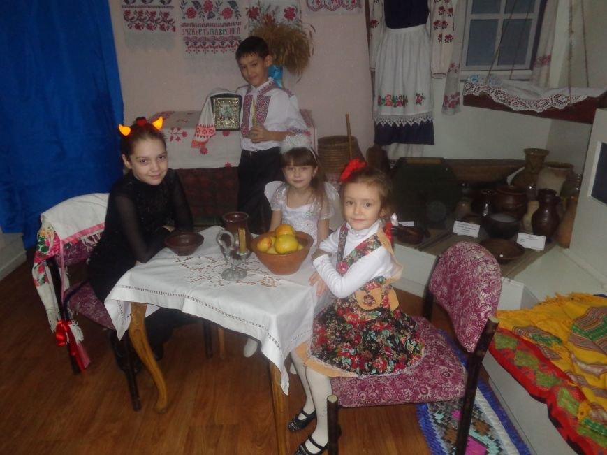 Театрально и интеллектуально: в Красноармейском историческом музее отпраздновали День Святого Николая (фото) - фото 16