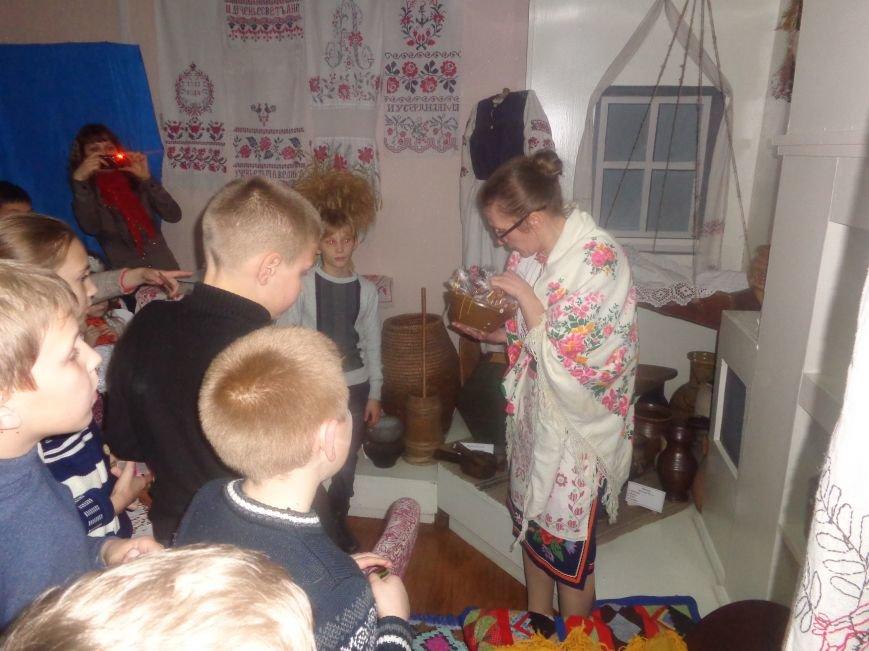 Театрально и интеллектуально: в Красноармейском историческом музее отпраздновали День Святого Николая (фото) - фото 11
