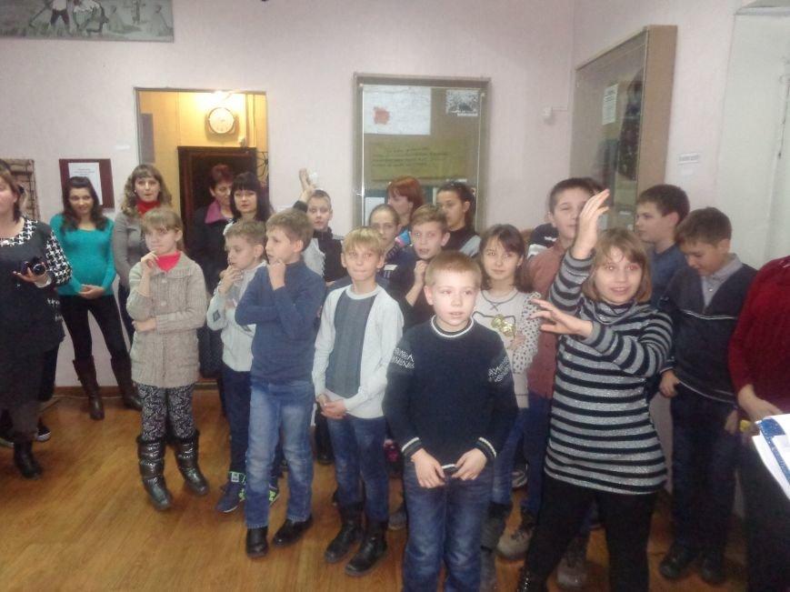 Театрально и интеллектуально: в Красноармейском историческом музее отпраздновали День Святого Николая (фото) - фото 8