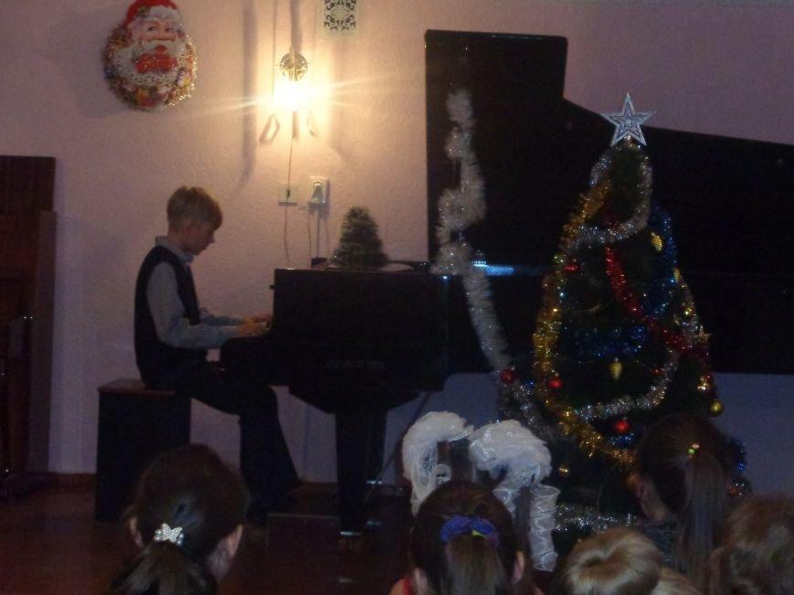 День Святого Николая в музыкальной школе Красноармейска отметили музыкально, талантливо и громогласно (фото) - фото 15