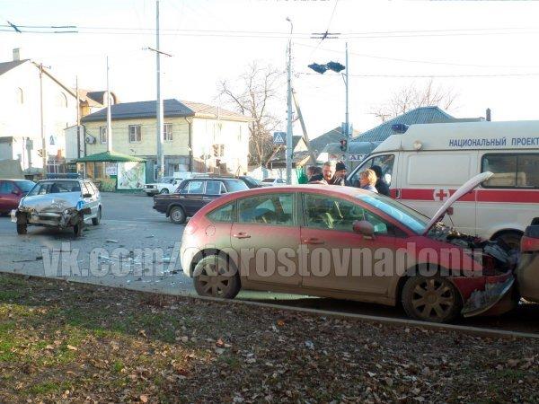 В Ростове на Портовой произошла крупная авария с участием машины полиции, фото-1