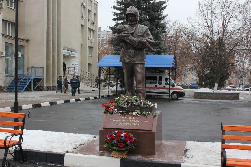 В Белгороде открыли памятник пожарным и спасателям, фото-3