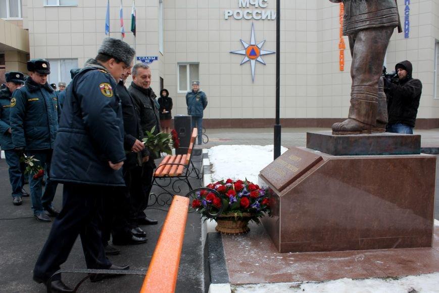 В Белгороде открыли памятник пожарным и спасателям, фото-5