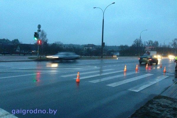 В Гродно на улице Ольги Соломовой «Ситроен» сбил женщину с ребенком на руках: оба госпитализированы (фото) - фото 3