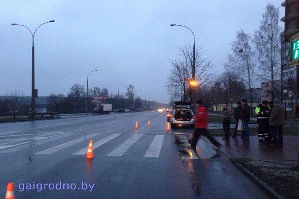 В Гродно на улице Ольги Соломовой «Ситроен» сбил женщину с ребенком на руках: оба госпитализированы (фото) - фото 2