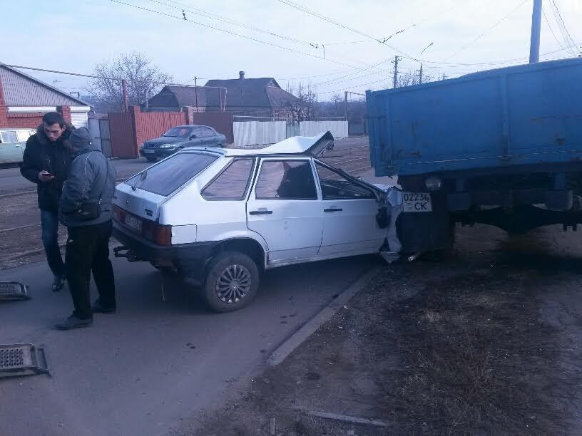 В Мариуполе легковушка врезалась в грузовик. Водитель был сильно пьян (ФОТО+ДОПОЛНЕНО), фото-1