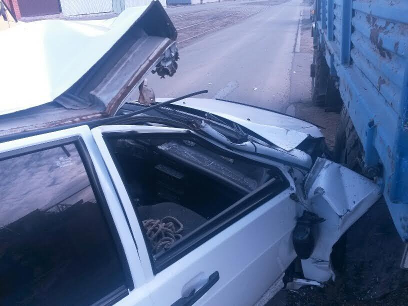 В Мариуполе легковушка врезалась в грузовик. Водитель был сильно пьян (ФОТО+ДОПОЛНЕНО), фото-2