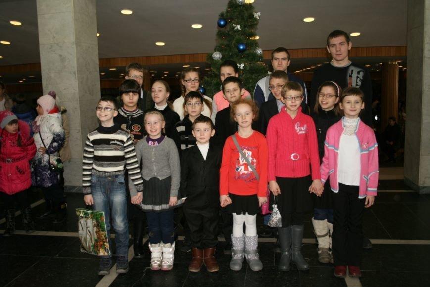 В Днепропетровске поздравили самых маленьких с Днем Св. Николая (ФОТО) (фото) - фото 1