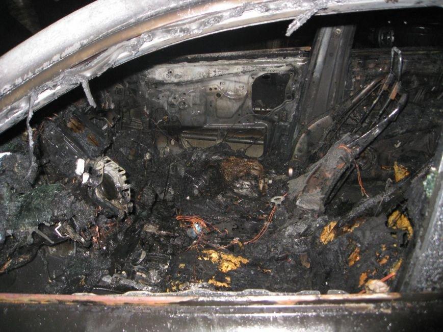 У Хмельницькому згоріла автівка дружини депутата (Фото) (фото) - фото 1