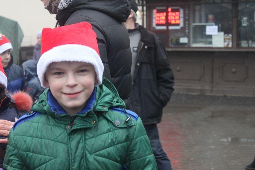Ужгородом  пройшли 1000 Миколайчиків, фото-10