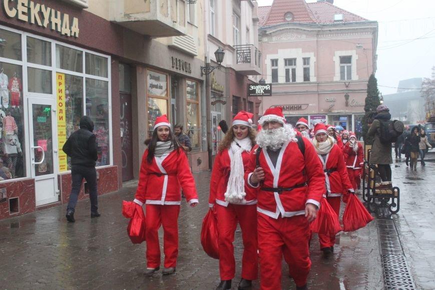 Ужгородом  пройшли 1000 Миколайчиків, фото-2
