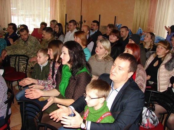 Сумские полицейские поздравили с Днем Св. Николая детей, лишенных родительской опеки (ФОТО) (фото) - фото 1
