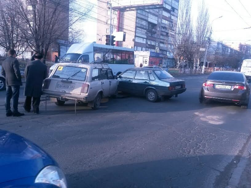 В центре Мариуполя одновременно произошло 2 ДТП. Пострадала женщина (ФОТО), фото-2