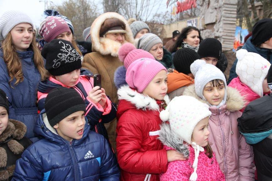 Ленинский район Николаева обзавелся новогодней красавицей (ФОТОРЕПОРТАЖ) (фото) - фото 10