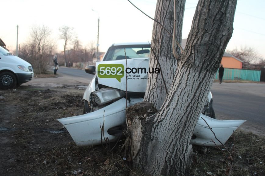 В Днепродзержинске на улице Клары Цеткин произошло ДТП (фото) - фото 2