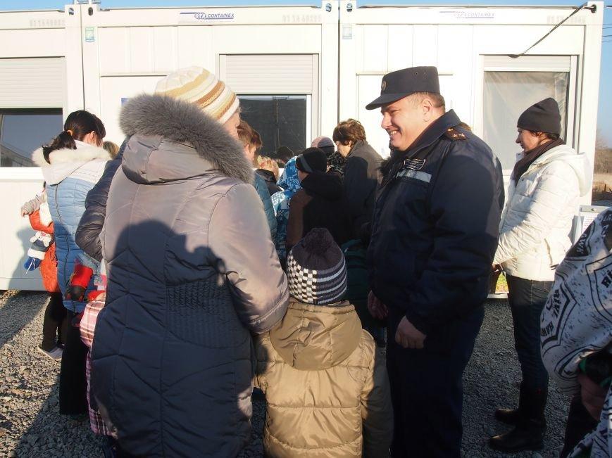В Днепродзержинске детей-переселенцев поздравили с Днем Святого Николая (фото) - фото 3