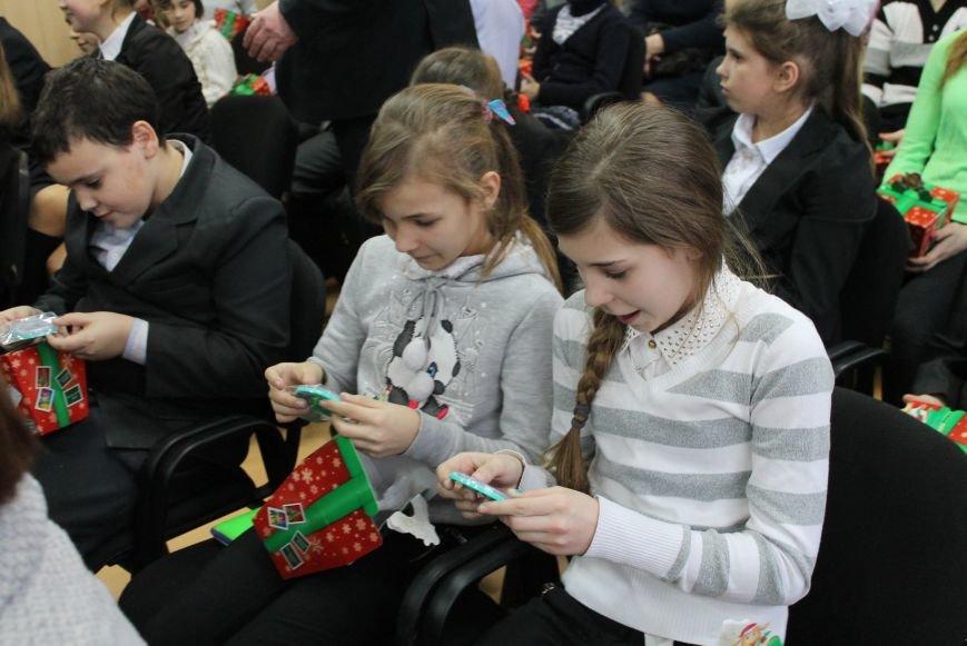 Школьники Артемовска-Бахмута получили подарки от Святого Николая и мэра города, фото-5