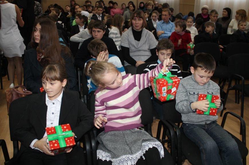 Школьники Артемовска-Бахмута получили подарки от Святого Николая и мэра города, фото-6