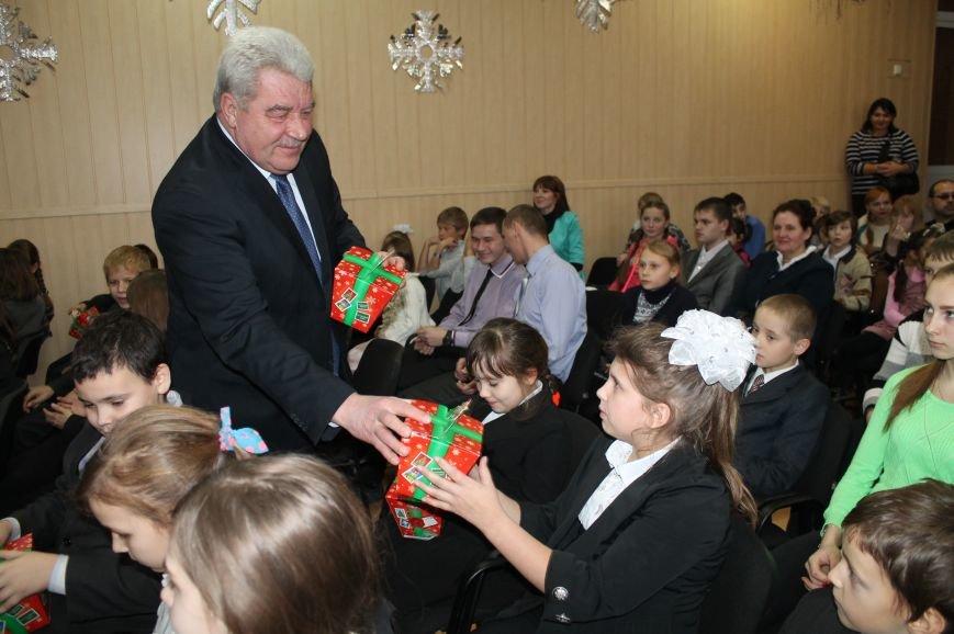 Школьники Артемовска-Бахмута получили подарки от Святого Николая и мэра города, фото-4